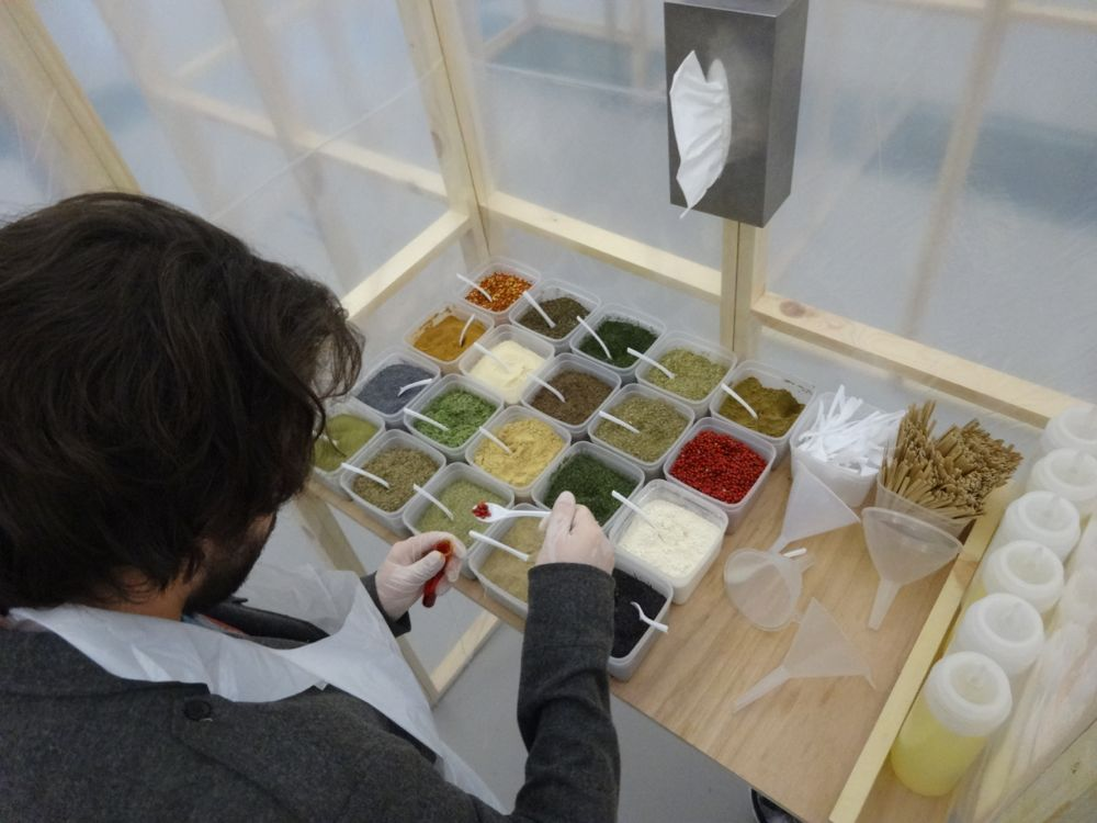 You are browsing images from the article: The Art of Smelling, Olfactory Art Research