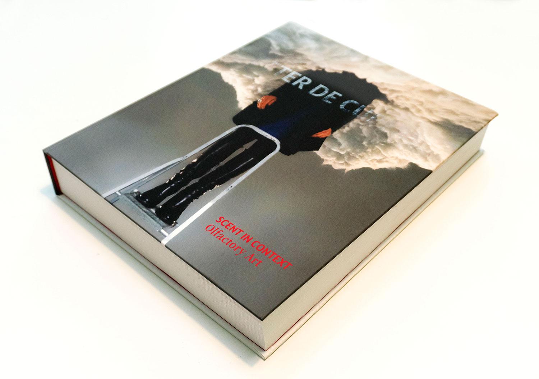 book-scent-in-context-olfactory-art