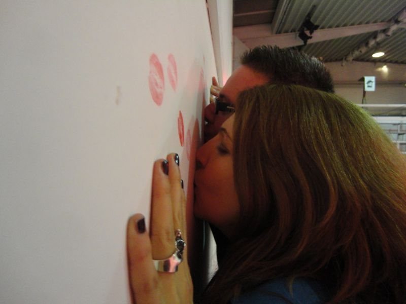 You are browsing images from the article: Photos Scented Kisses Happening Lupercalia